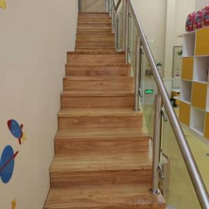 丽日广场幼儿园钢木整梯